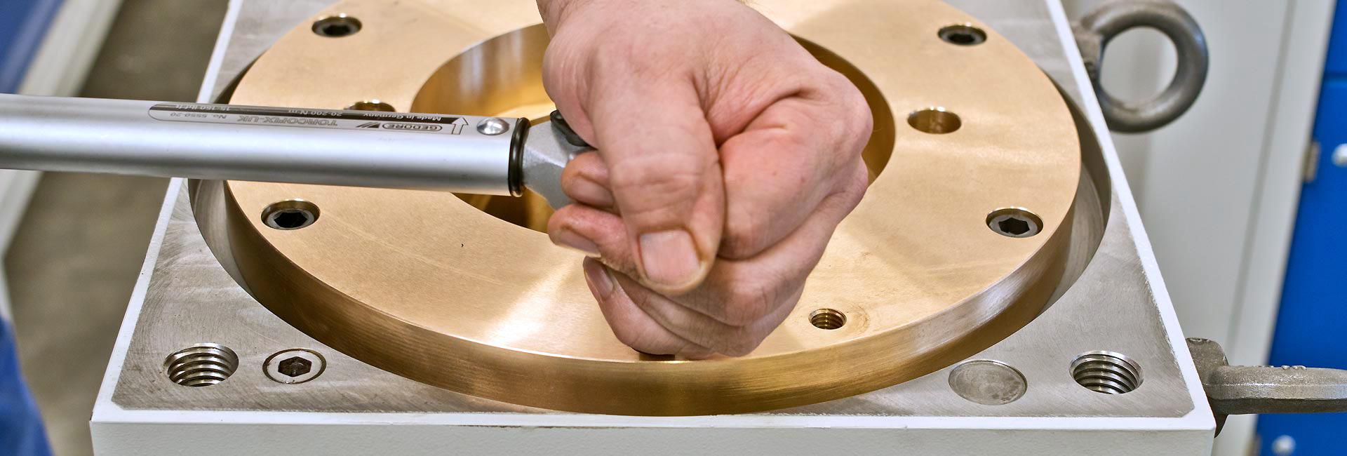 präszise Handarbeit | SPL Spindel und Präszisionslager GmbH